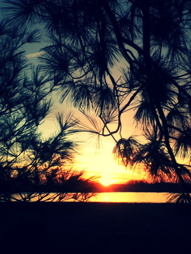 This is actually the last sunset their was in 2013. I hope u guys like it. ^.^ #sunset #2013 #photography #dreamjob